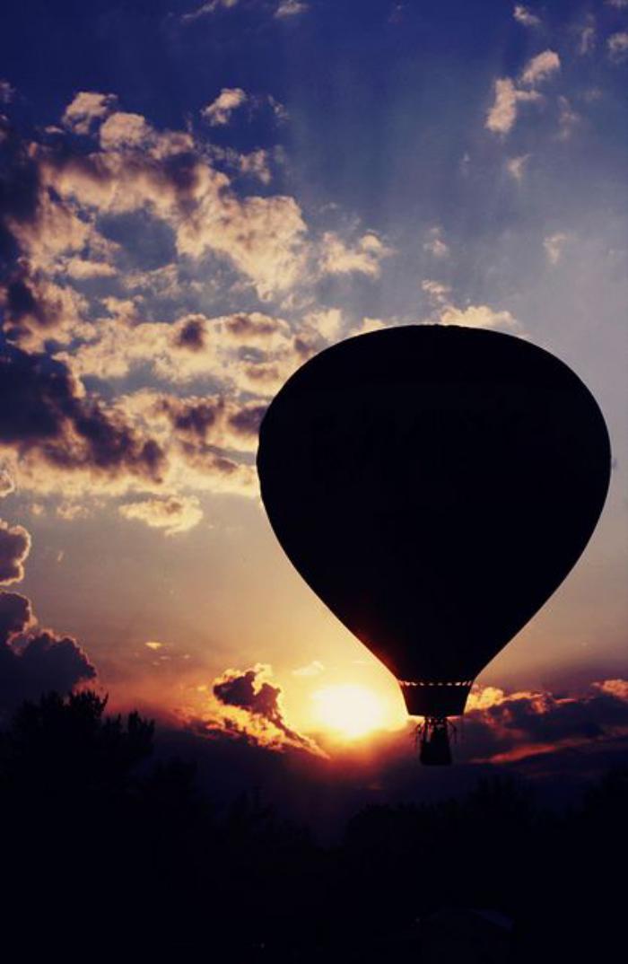 vol-en-montgolfière-paysages-inédits-vus-depuis-un-ballon-volant