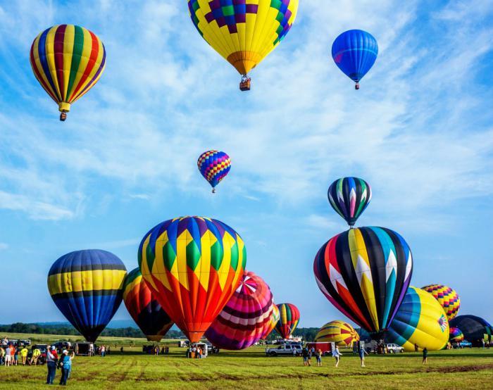vol-en-montgolfière-tour-en-ballon-volant