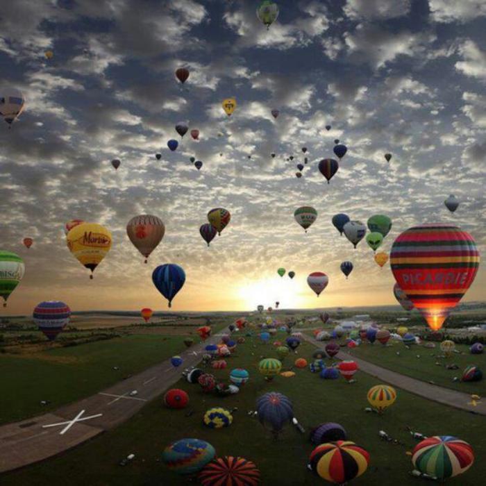 vol-en-montgolfière-tour-en-montgolfière-au-lever-et-au-coucher-su-soleil