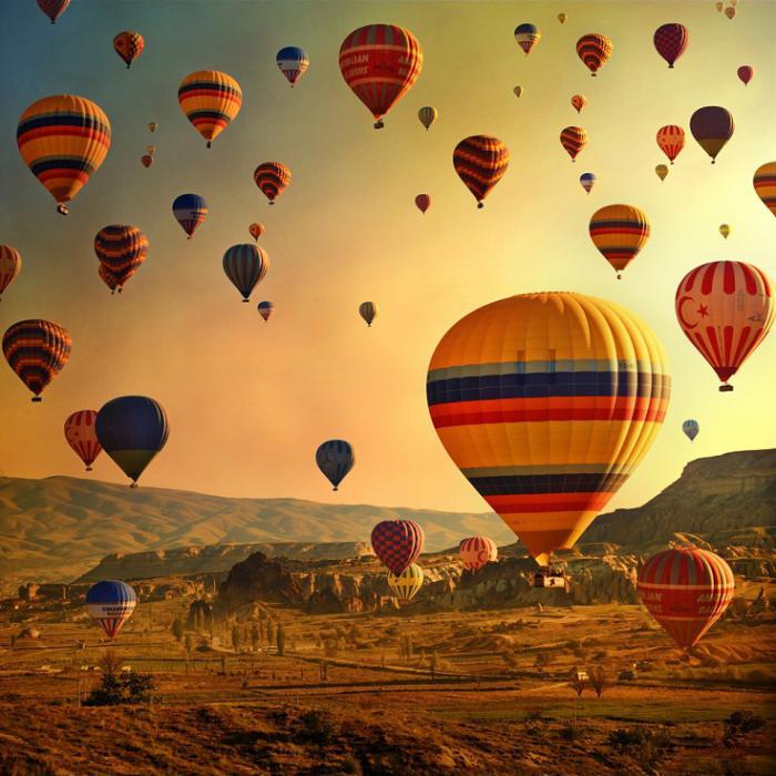 vol-en-montgolfière-jolis-événements-avec-ballons-qui-volent