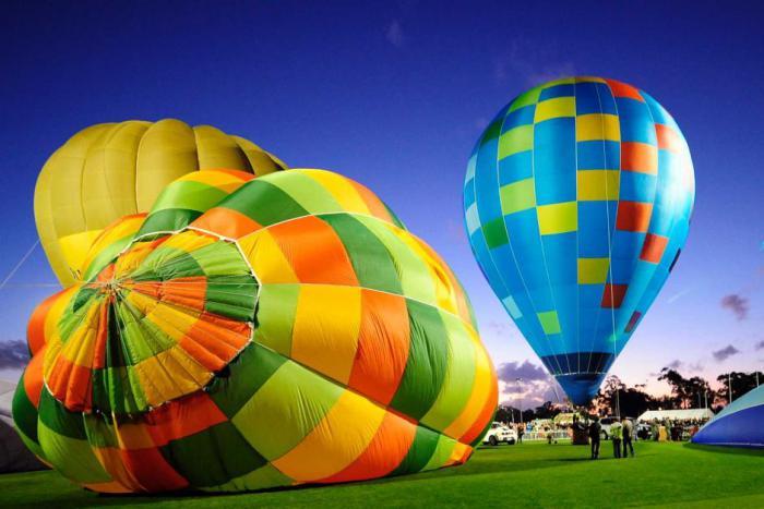 vol-en-montgolfière-préparation-des-ballons-pour-le-vol
