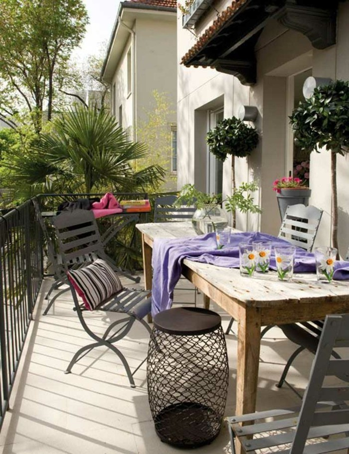 vue-magnifique-aménagement-balcon-étroit-idée-décoration-cosy-campagne