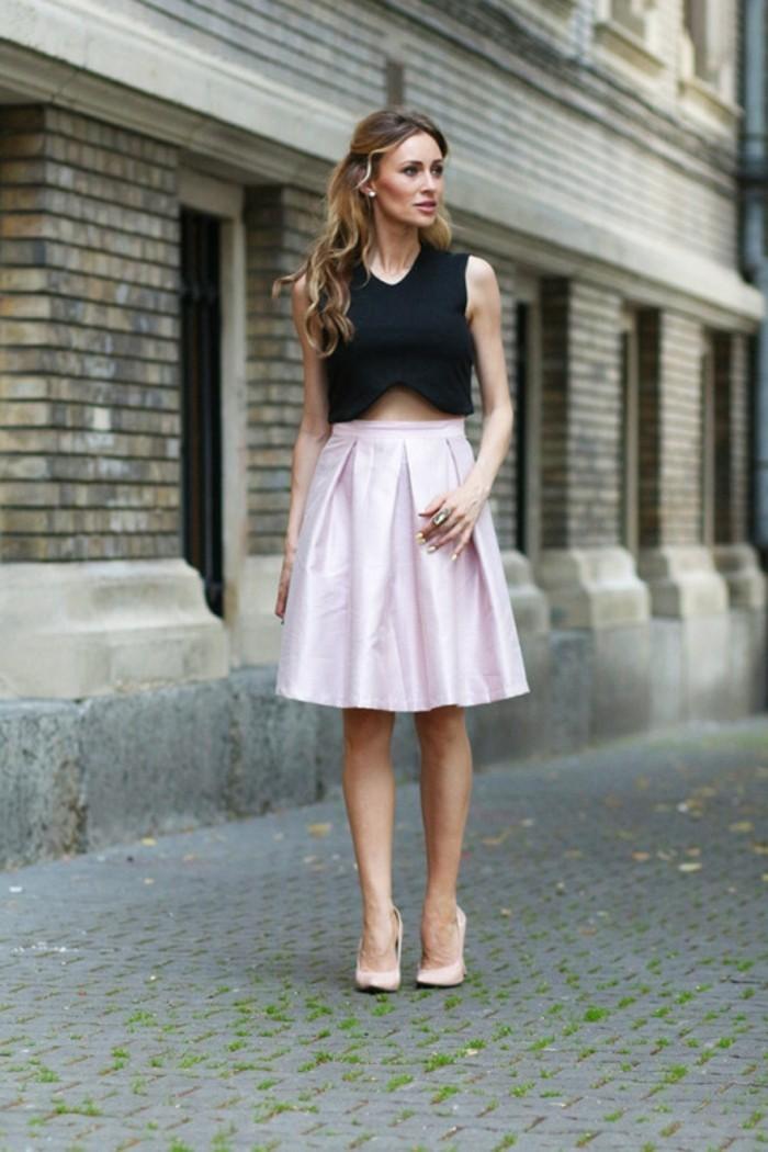 à-la-mode-jupe-en-jean-femme-jupe-crayon-cuir-dernières-tendances-belle-femme