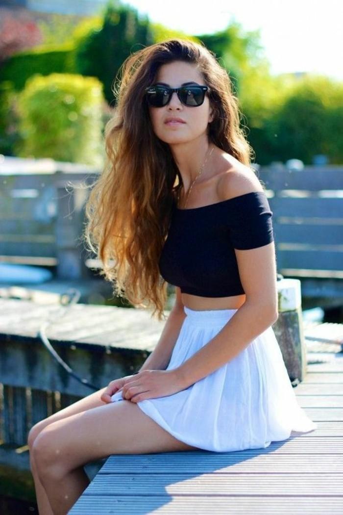 à-la-mode-jupe-en-jean-femme-jupe-crayon-cuir-dernières-tendances-une-femme-jolie