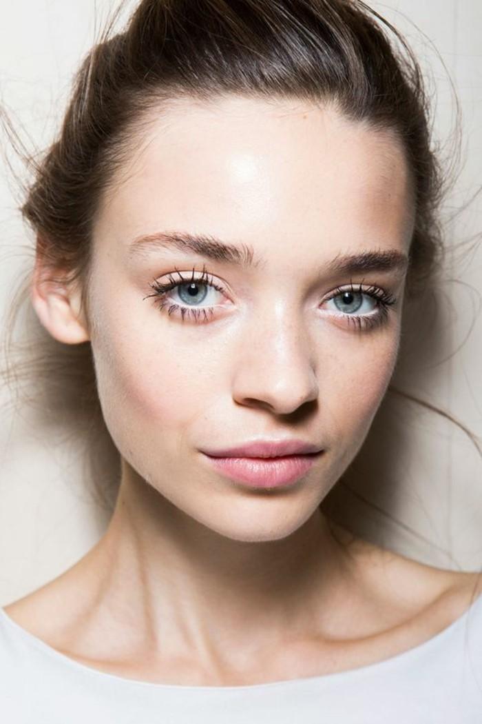 0-apprendre-a-se-maquiller-les-yeux-maquillage-yeux-ronds-bleus-verts