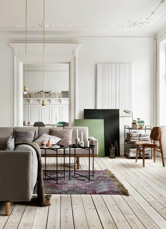 0-idée-peinture-salon-sol-en-bois-naturel-plafond-haut-murs-blancs