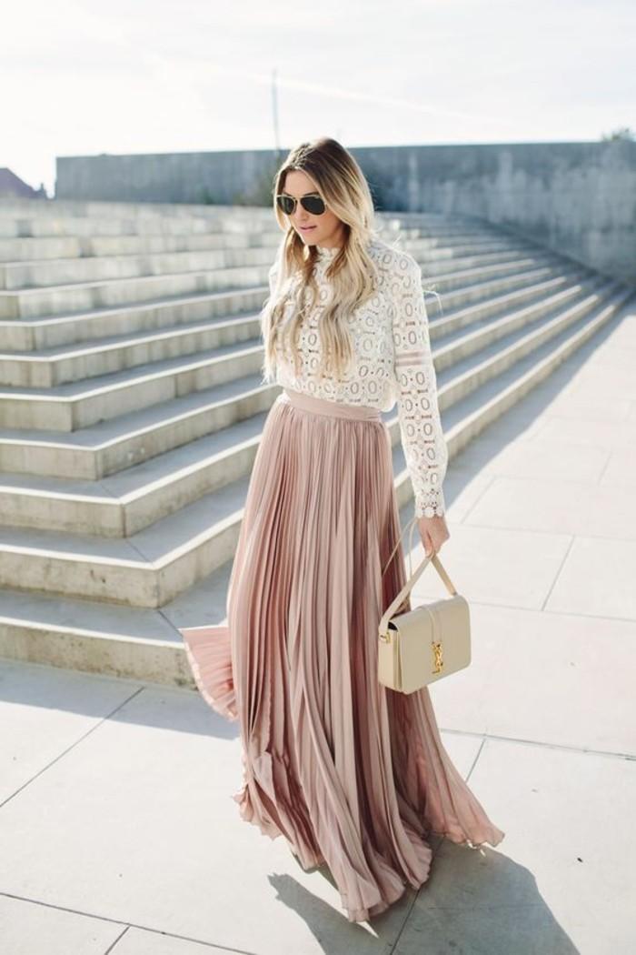 0-jupe-longue-plissée-rose-pale-blouse-dentelle-blanche-tendance-femme-mode-2016