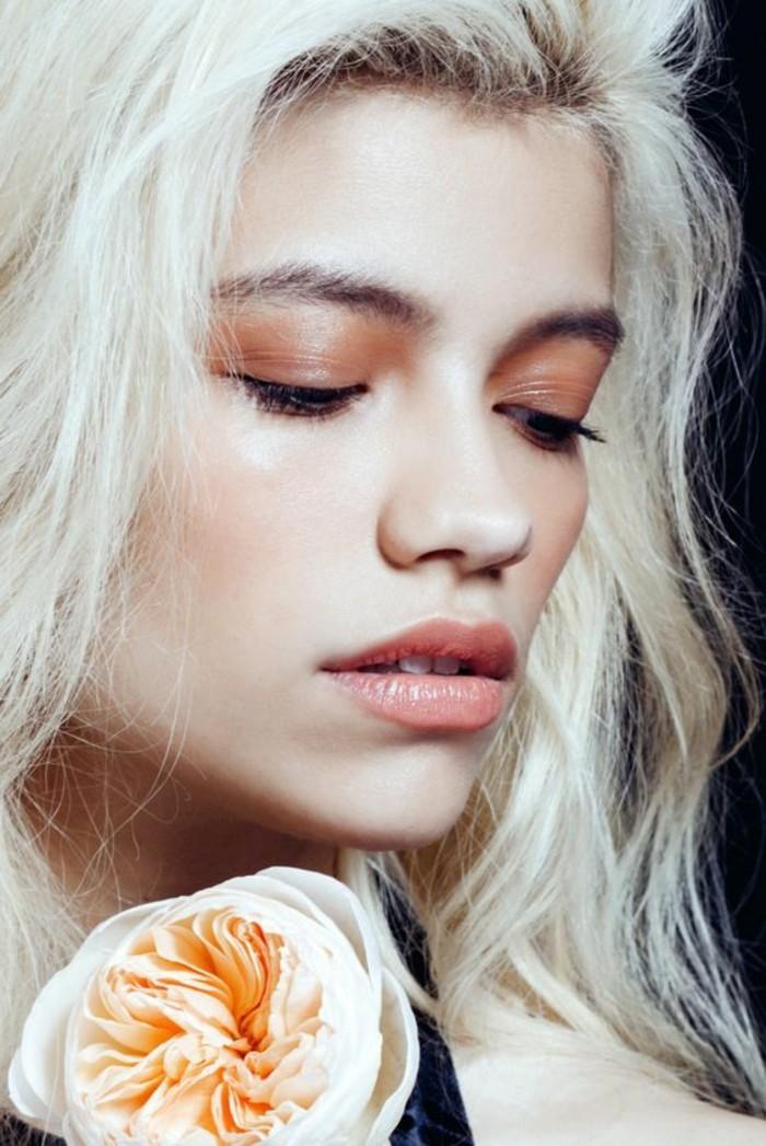 0-levres-roses-pales-pour-les-filles-chic-avec-cheveux-blonds-clairs-magnifique-maquillage-mac