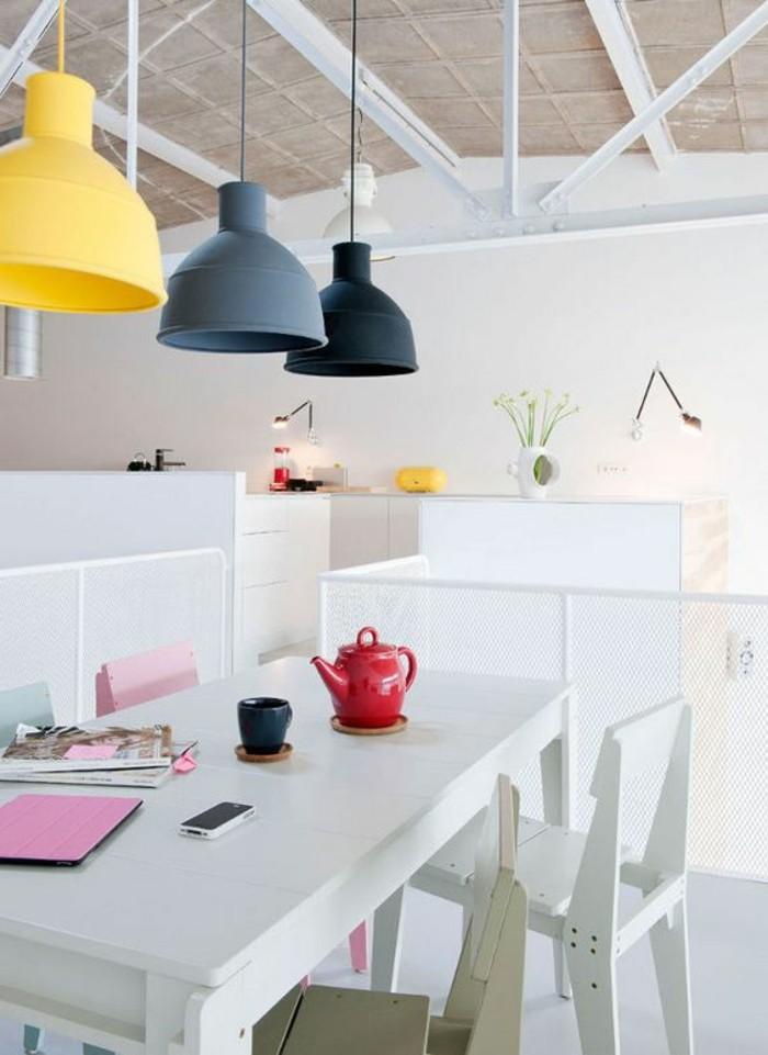 0-luminaire-salle-à-manger-coloré-gris-noir-jaune-table-de-cuisine-en-bois-blanc