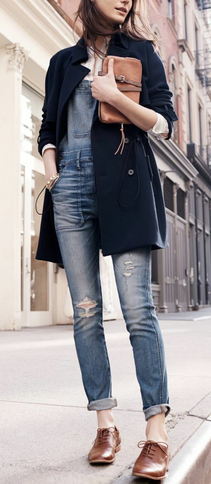 0-magnifique-autfit-femme-moderne-derbie-femme-cuir-marron-foncé-manteau-bleu