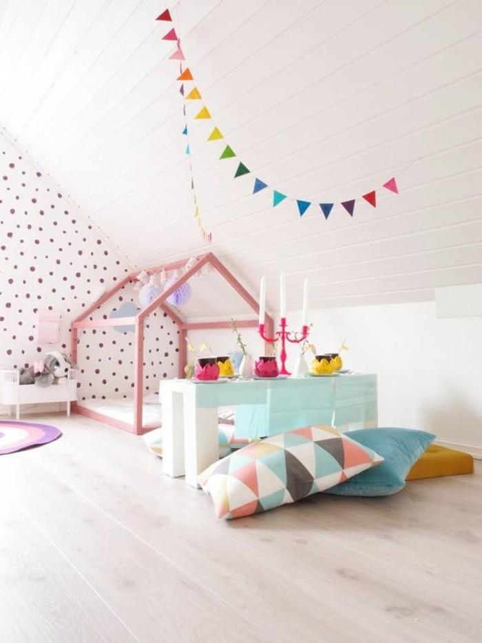 0-magnifique-chambre-enfant-sol-en-parquet-clair-murs-blancs-plafons-sous-combles