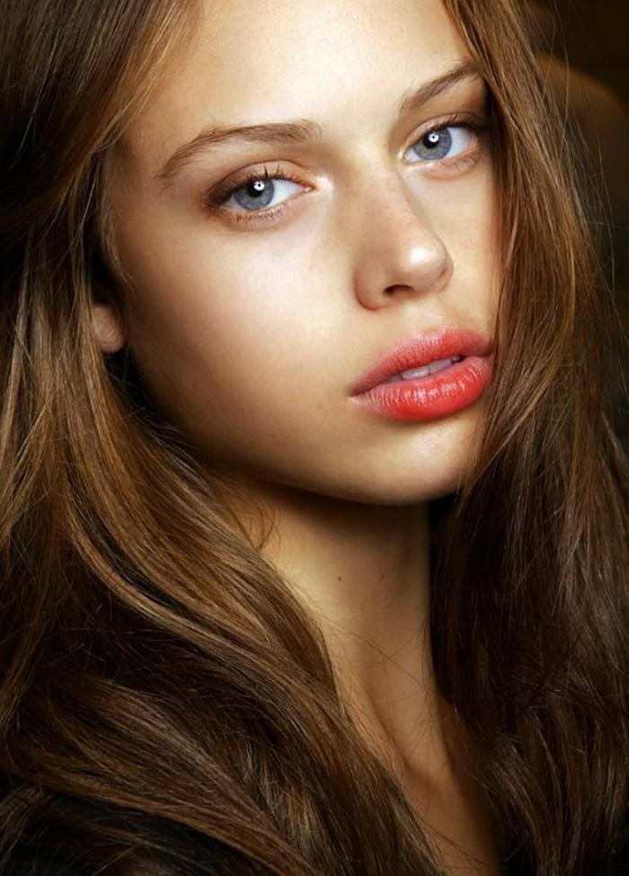 0-magnifique-maquillage-naturel-yeux-bleus-femme-cheveux-marrons-femme
