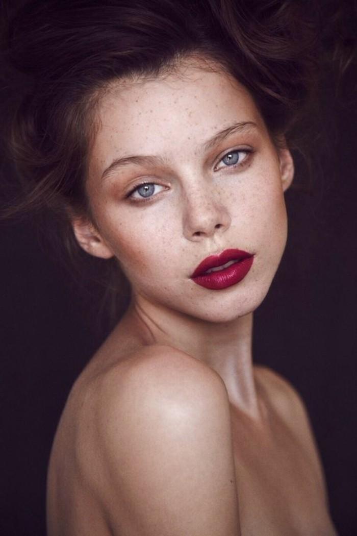 0-nos-meilleures-idées-pour-choisir-le-rouge-à-lèvres-foncé