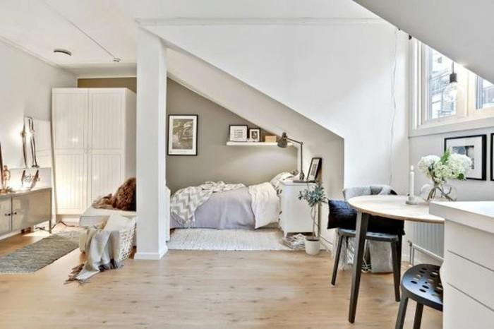 0-sol-en-bois-aménagement-petit-salon-amenager-petit-salon-sous-pente
