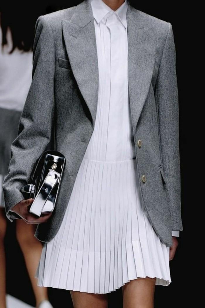 0-tendances-de-la-mode-jupe-plissée-femme-veste-gris-femme-tendances-mode-2016