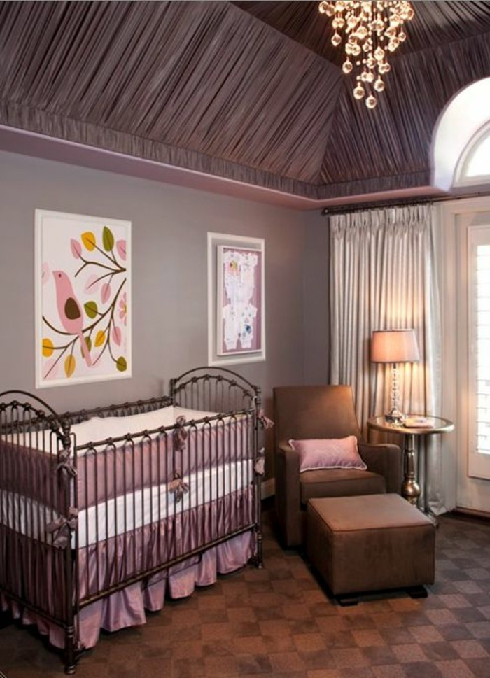 plafond chambre bb elegant lit bb montessori tapis gris motifs blancs lit masonnette linge de. Black Bedroom Furniture Sets. Home Design Ideas