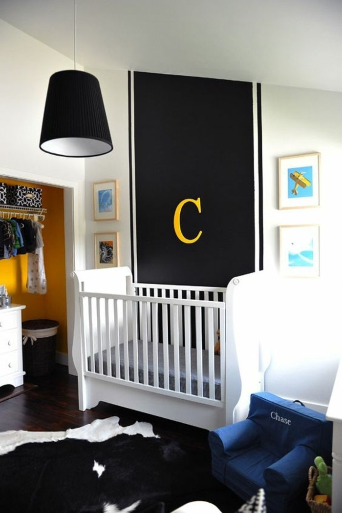 00-comment-assortir-les-couleurs-dans-une-chambre-bebe-lit-bebe-en-bois-blanc-tapis-peau-d-animal