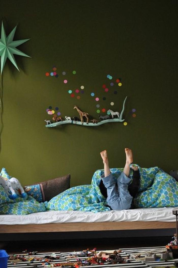 00-comment-marier-les-couleurs-chambre-d-enfant-murs-verts-foncés-chambre-d-enfant