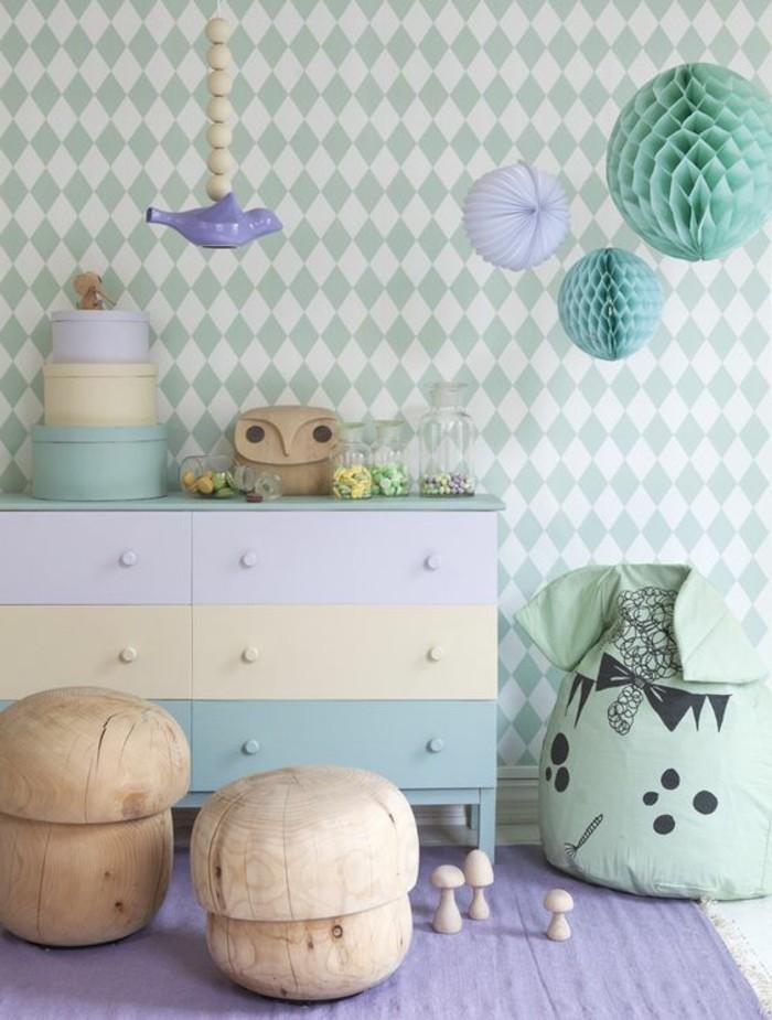 00-comment-marier-les-couleurs-dans-une-chambre-enfant-mur-pappier-peint-bleu-clair-tapis-violet
