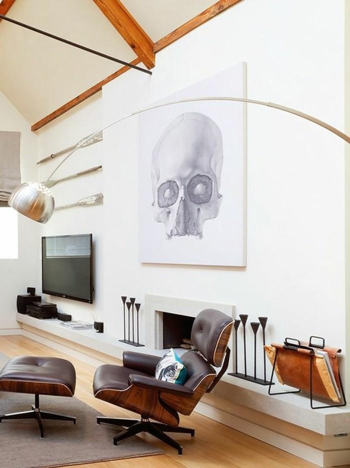 00-fauteuil-massant-en-cuir-marron-foncé-lampe-en-forme-d-arc