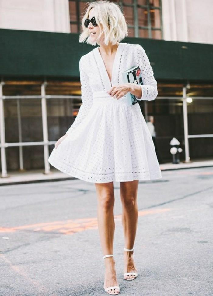 00-joli-autfit-ete-femme-roble-blanche-avec-sandales-blanches-elegantes-femme