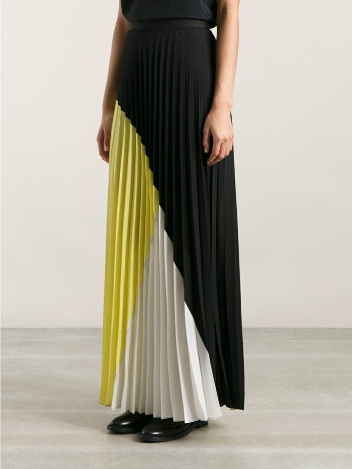 00-jolie-jupe-colorée-blanc-jaune-chaussure-cuir-noir-mode-femme