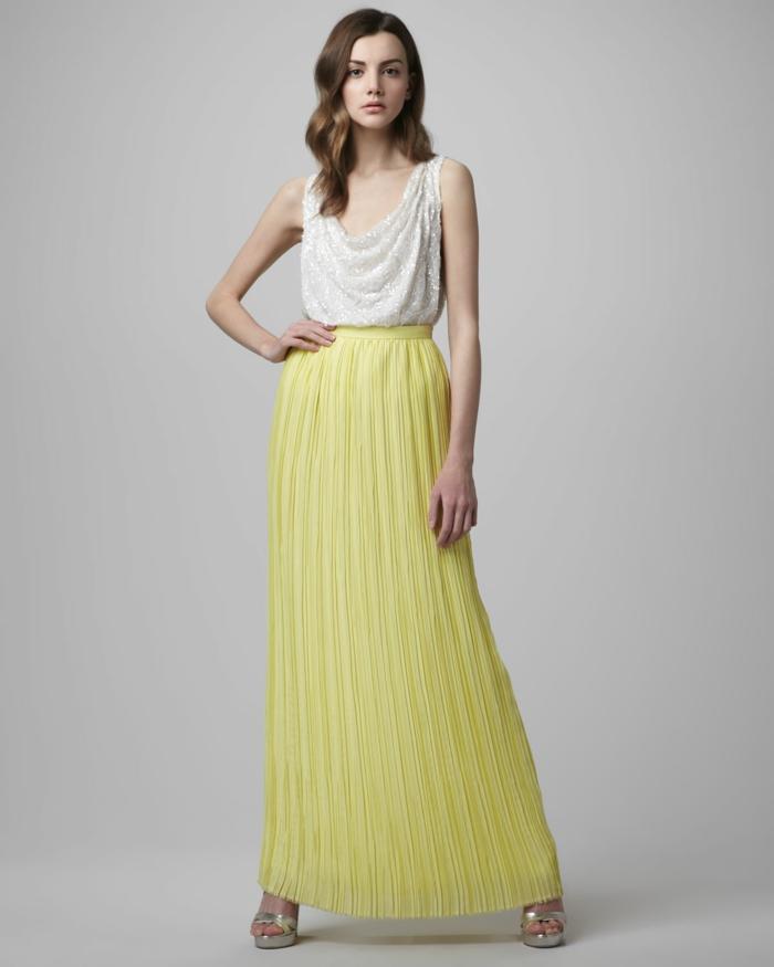 00-jupe-longue-jaune-plissée-talons-hauts-femme-argenté-femme-jupe-jaune