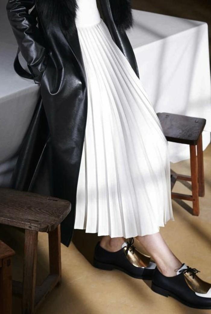 00-jupe-longue-plissée-blanche-veste-eb-cuir-noir-veste-femme-chaussures-noires