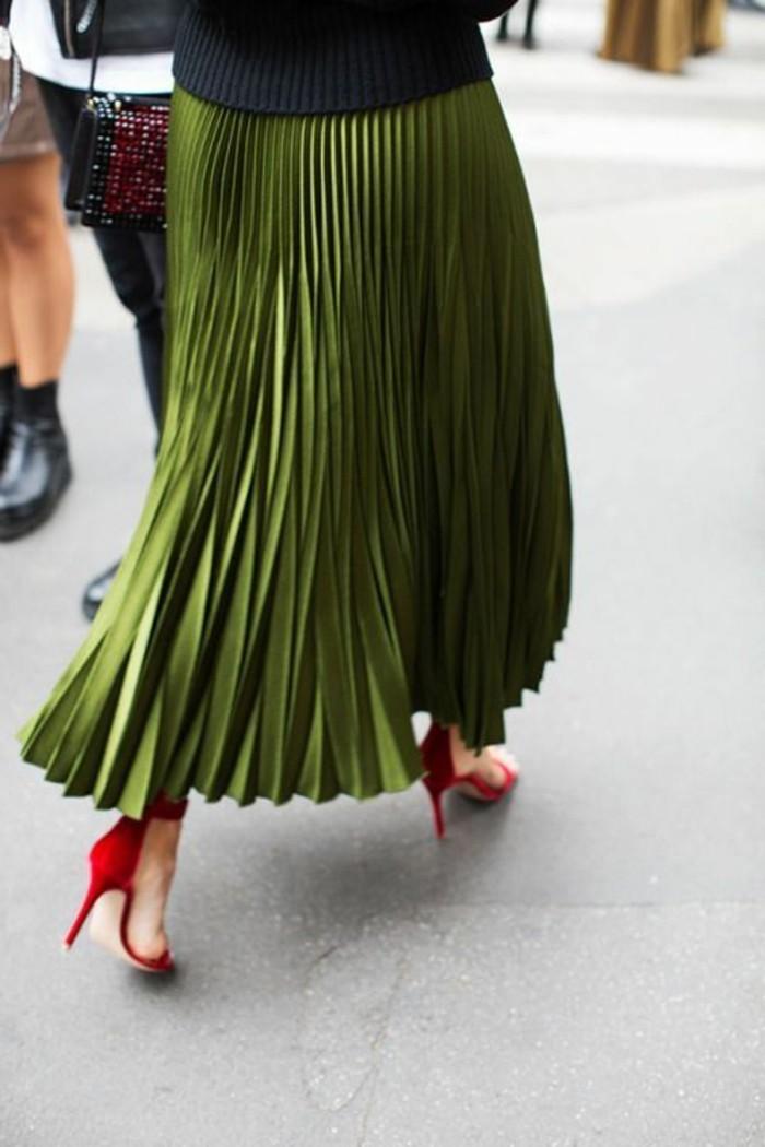 00-jupe-vert-femme-combinaison-talons-rouges-femme-blouse-noire-mode-2016