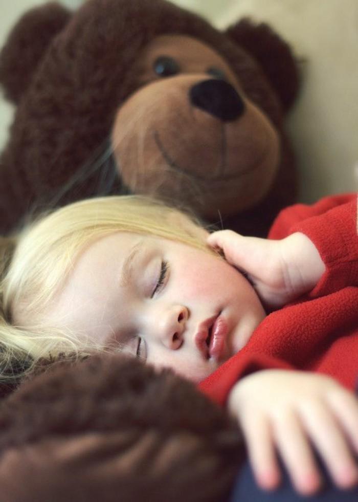 00-les-plus-mignons-pluches-ours-en-peluche-geante-marron-petite-fille-blonde