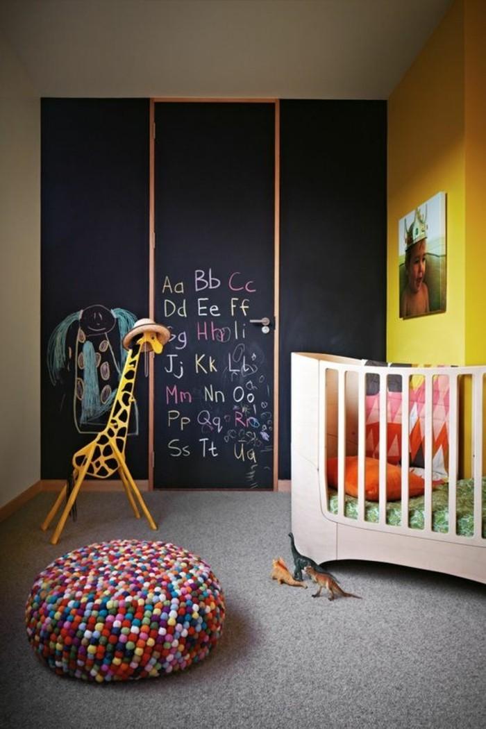 00-nos-idees-chambre-enfant-murs-foncés-moquette-gris-meubles-dans-la-chambre-enfant