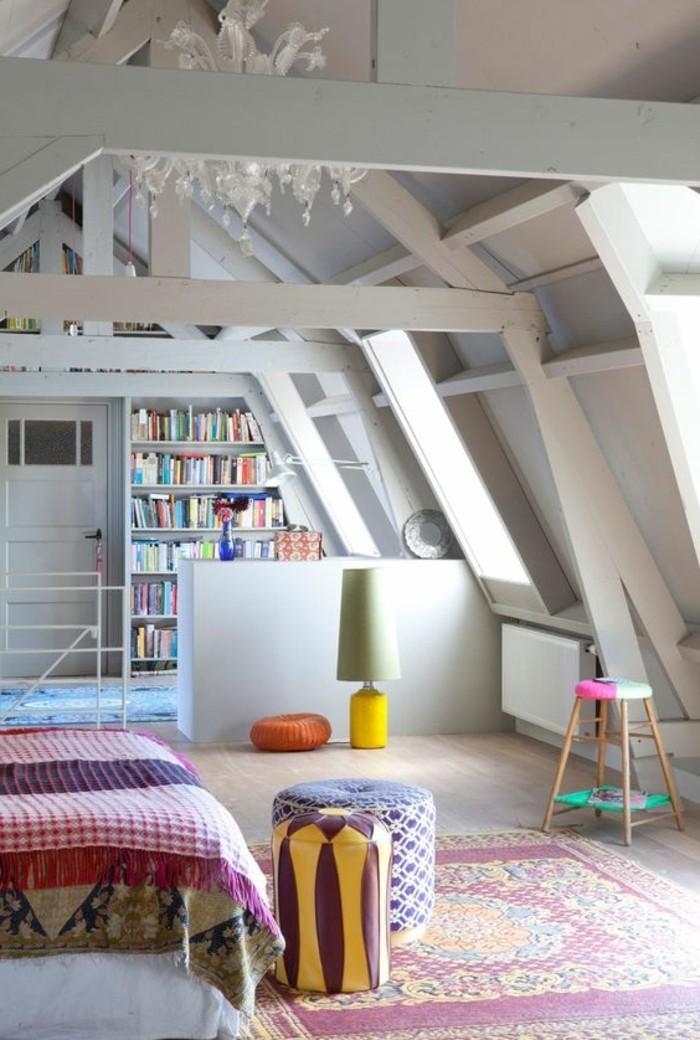 00-salon-couleur-pastel-sous-combles-aménagement-petit-salon-tapis-colors-pastel