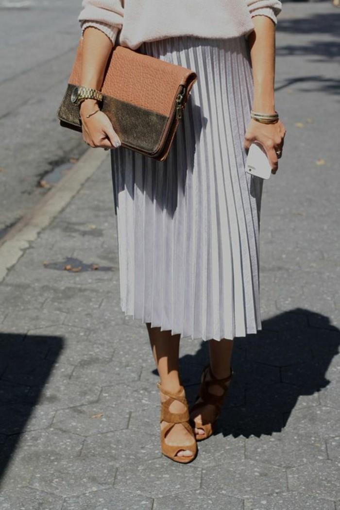 00-tendances-de-la-mode-2016-jupe-plissée-femme-de-couleur-gris-tendances-femme