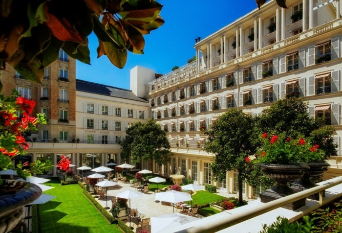 2-l-hotel-le-bistrol-magnifique-vue-vers-le-jardin-paris-restaurant-epicur-les-meilleurs-restaurants-de-paris-en-photos