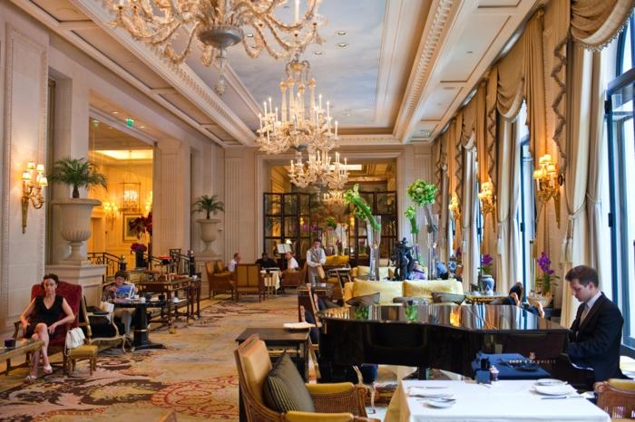 9-le-cinq-hotel-george-v-entrance-le-cinq-les-meilleurs-restaurants-de-paris