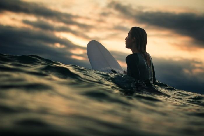 Beau-l-ocean-combinaison-surf-hiver-pas-facile-cool-endroit-ootd-plage-beauté-de-la-nature