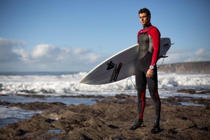Beau-l-ocean-combinaison-surf-hiver-pas-facile-cool-endroit-ootd-plage-chouette-photo-homme-cool