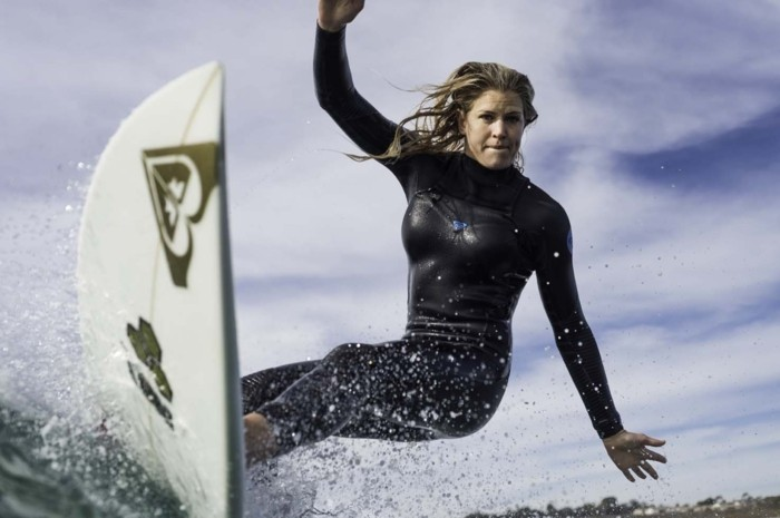 Beauté-de-l'ocean-combinaison-surf-hiver-pas-facile-cool-endroit-ootd-plage-combinaison-néoprène-combinaison-voile-cagoule-surf
