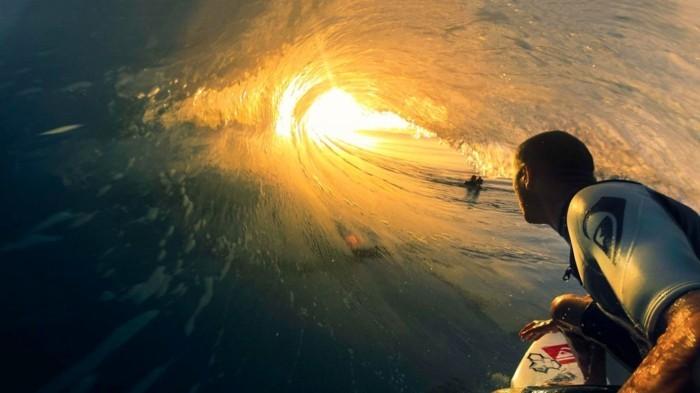 Beauté-de-l'ocean-combinaison-surf-hiver-pas-facile-cool-endroit-ootd-plage-combinaison-surf-hiver