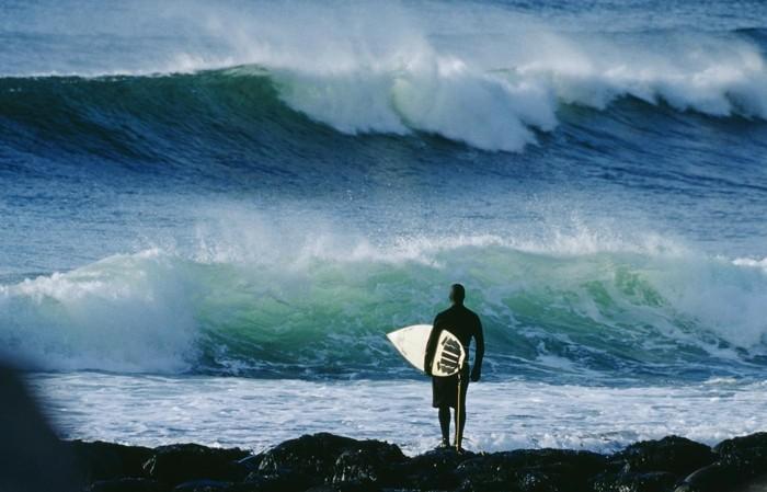 Beauté-de-l'ocean-combinaison-surf-hiver-pas-facile-cool-endroit-ootd-plage-taille-combinaison-surfcombinaison-tribord-cool