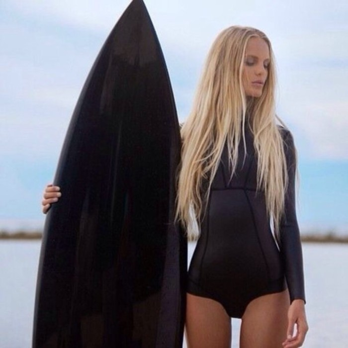 Chouette-combinaison-surf-femme-et-homme-une-idée-trop-cool-porter-combinaison-surf-hiver