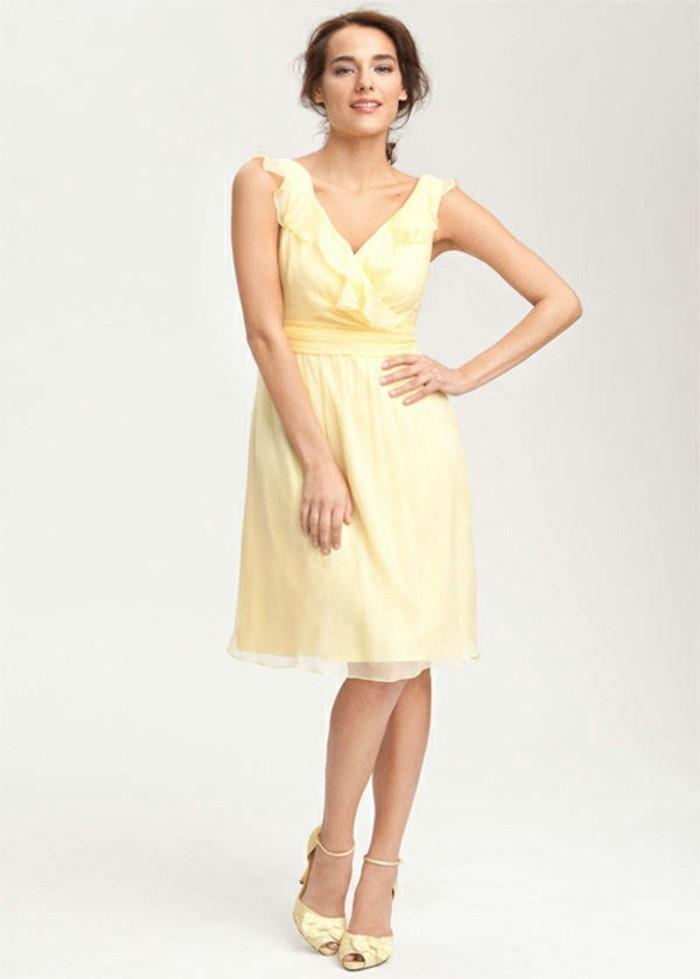 Design-robe-témoin-mariage-pas-cher-tati-mariage-pas-chere-haune-courte-sandales