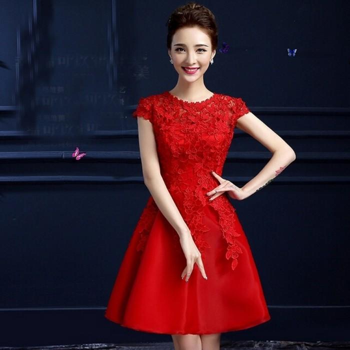 La-robe-pour-mariage-robe-de-mariee-stylée-femme-mariée-et-amie-vu-rouge
