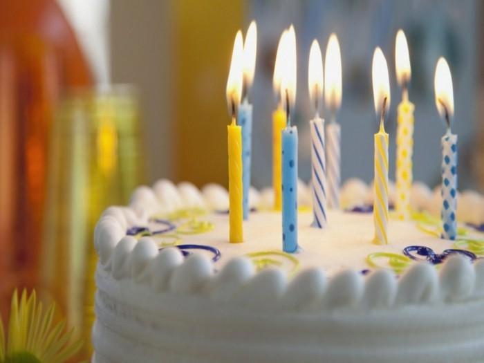 adorable-image-gâteau-d-anniversaire-décoration-gateau-anniversaire-image-bougies