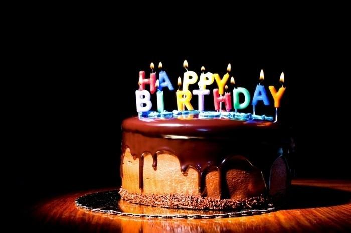 adorable-image-gâteau-d-anniversaire-décoration-gateau-anniversaire-joyeux-anniversaire