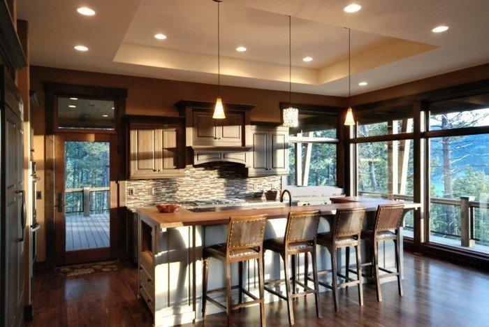 aménagement-cuisine-ouverte-table-ronde-avec-rallonge-beau-bar-chaise-haute-belle-vue
