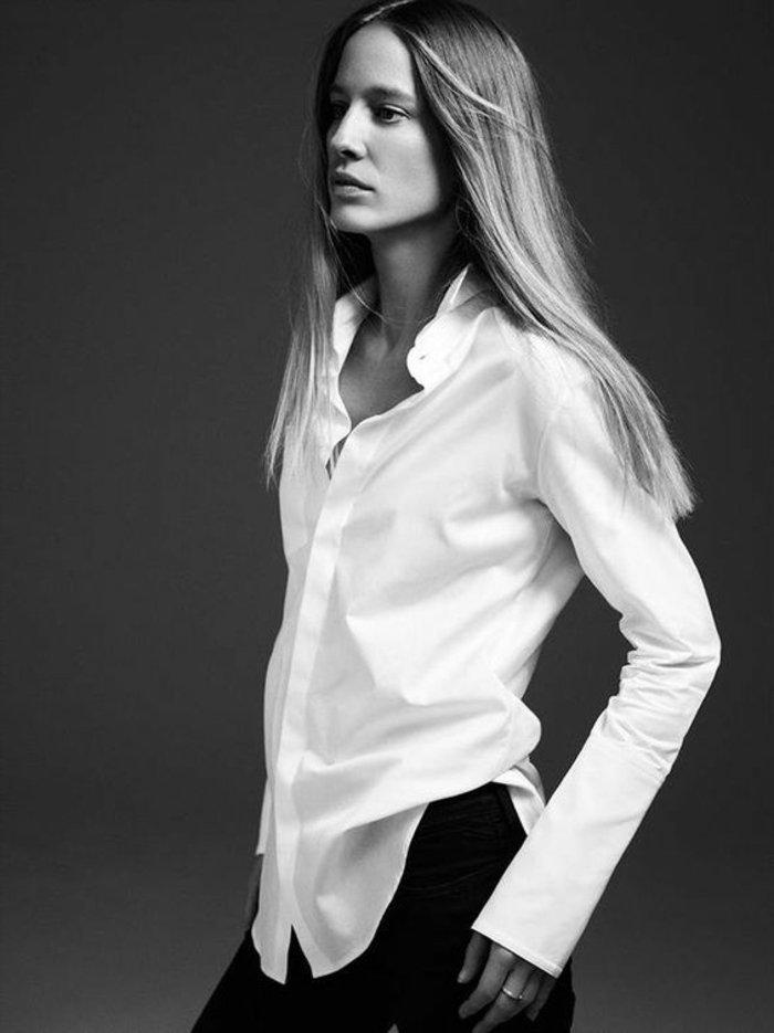 ambiance-chemise-blanche-homme-chemise-blanche-manche-courte-photo-noir-et-blanc