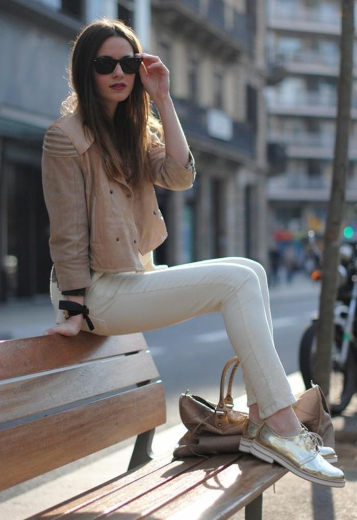 autfit-en-beige-mode-femme-tendances-pour-2016-banc-en-bois-tendanes-de-la-mode