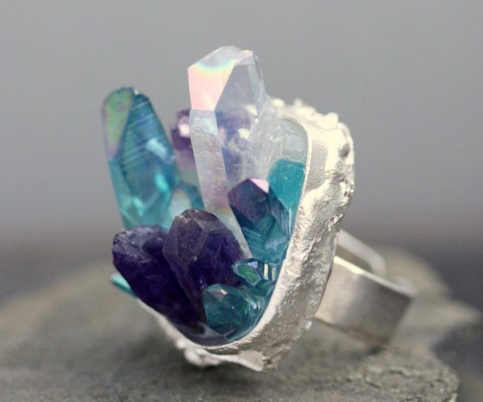 bague-cristal-couleurs-attractives-resized