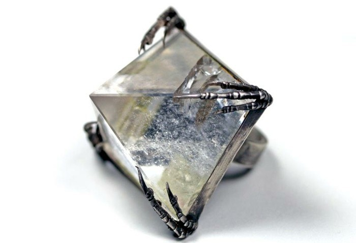 bague-cristal-piramide-bleuatre-resized